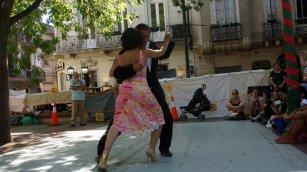 Tango dancers in Plazza Dorrega